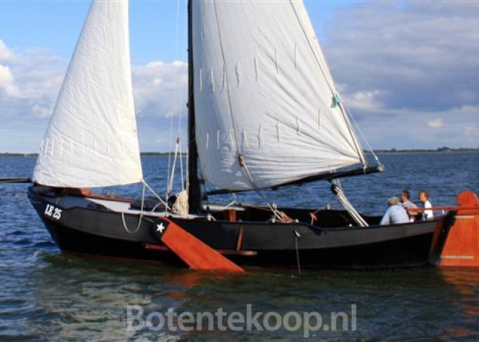, Plat- en rondbodem, ex-beroeps zeilend  for sale by Sailing World Lemmer NL / Heiligenhafen (D)