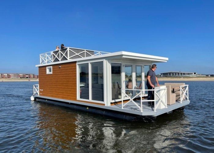 , Woonboot  for sale by Sailing World Lemmer NL / Heiligenhafen (D)