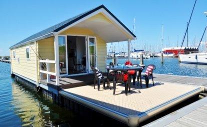 """Best Marine Water Chalet """"Lodge"""", Woonboot for sale by EYN Jachtmakelaardij Noord West"""