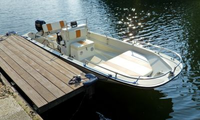 Boston Whaler Consoleboot, Speedboat and sport cruiser  for sale by VesselAuction B.V.