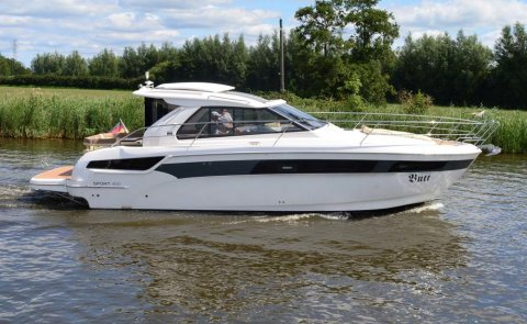 Bavaria 400 Coupe, Motorjacht for sale by De Boarnstream International Motoryachts