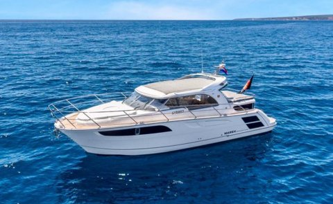 Marex 320 ACC, Motor Yacht for sale by De Boarnstream International Motoryachts