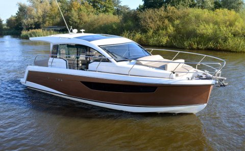 Sealine C330, Motorjacht for sale by De Boarnstream International Motoryachts