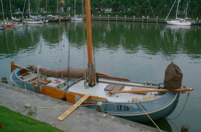 , Plat- en rondbodem, ex-beroeps zeilend  for sale by Chris Beuker Maritiem
