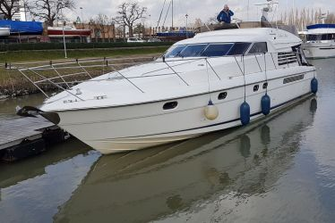Fairline Squadron 56, Motorjacht  for sale by Sleeuwijk Yachting