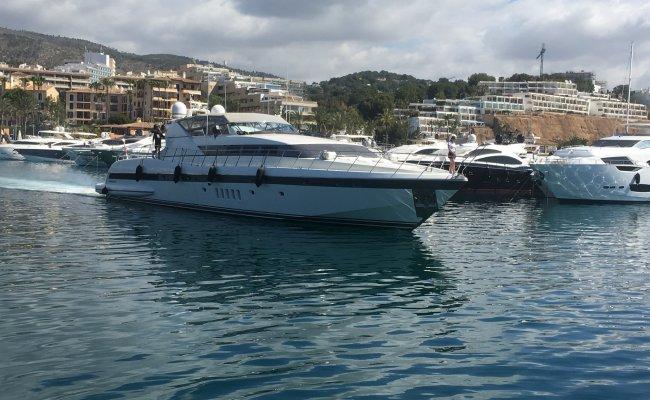 Mangusta 105 Open, Superyacht motor for sale by Ocean's 500