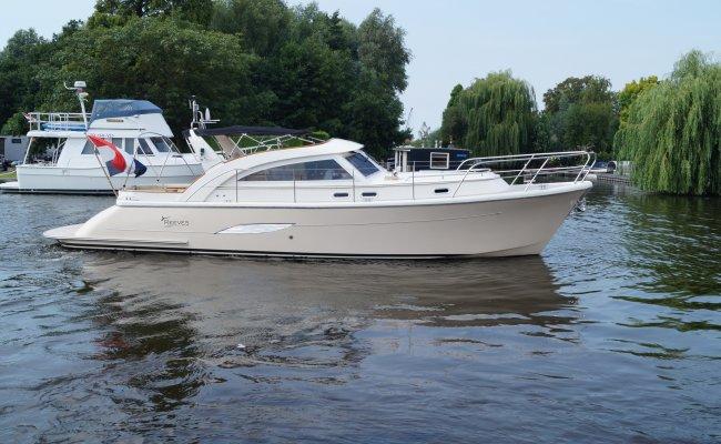 Menken Reeves 36, Motor Yacht for sale by Ocean's 500