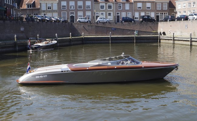 Riva Aquariva 33, Speedboat and sport cruiser for sale by Ocean's 500