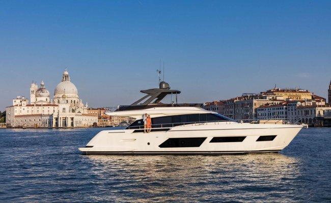Ferretti 670, Motor Yacht for sale by Ocean's 500