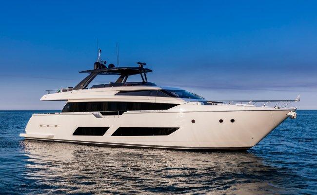 Ferretti 850, Motor Yacht for sale by Ocean's 500