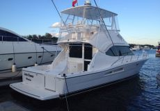 Riviera 40 Fly, Motoryacht  for sale by White Whale Yachtbrokers
