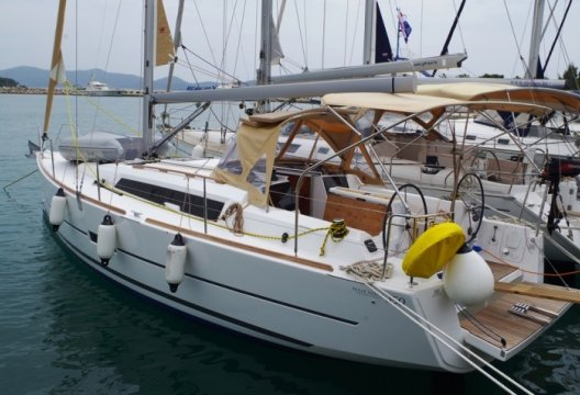 Dufour 350 Grand Large, Zeiljacht  for sale by White Whale Yachtbrokers - Croatia