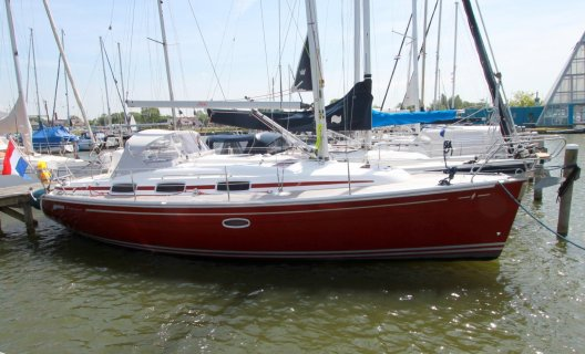 Bavaria 33 Cruiser Custom Line, Segelyacht for sale by White Whale Yachtbrokers - Sneek