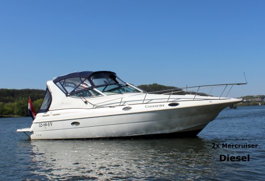 Cruisers Yachts 3075 Rogue Diesel, Motorjacht  for sale by White Whale Yachtbrokers - Limburg