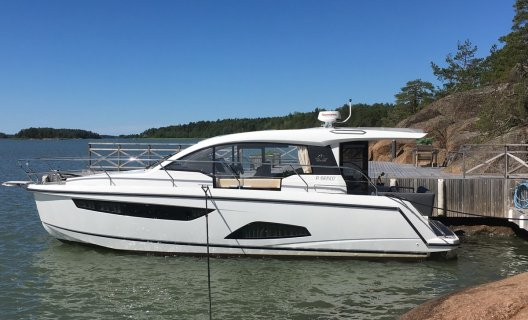 Sealine C330, Motoryacht for sale by White Whale Yachtbrokers - Finland