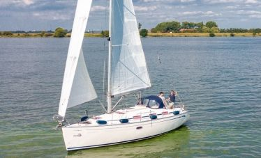 Bavaria 33 Cruiser, Zeiljacht  for sale by White Whale Yachtbrokers - Willemstad
