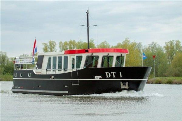 DRENTSCHE TRAWLER FRONT SIT DT1