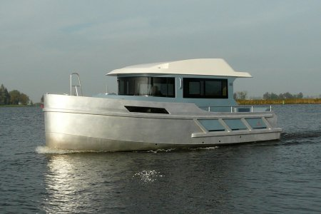 Loyal 980, Motor Yacht Loyal 980 for sale at Jachtbemiddeling van der Veen - Terherne