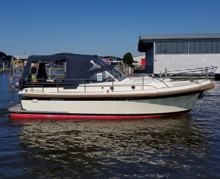 Intercruiser 29, Motor Yacht for sale by Jachtbemiddeling van der Veen