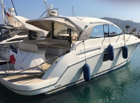 Jeanneau Prestige 42 S Hard Top, Bateau à moteur  for sale by NAUTIS