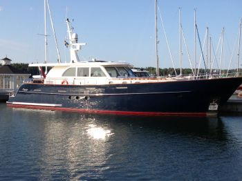 Sturier 675 CS, Motorjacht  for sale by Nautisch Kwartier Stavoren