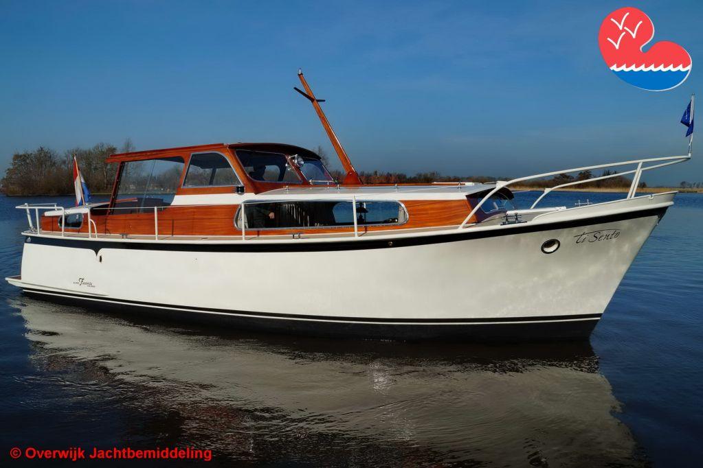 Motorjacht,Super Favorite 940, in bemiddeling bijOverwijk Jachtbemiddeling