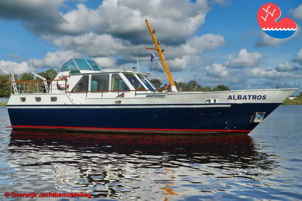 Motorjacht,Beachcraft 1300 AK, in bemiddeling bijOverwijk Jachtbemiddeling