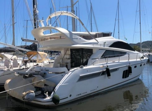 Fairline Phantom 48, Motoryacht for sale by Jachthaven Strand Horst