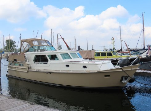 Super Dart 40, Motoryacht for sale by Jachthaven Strand Horst