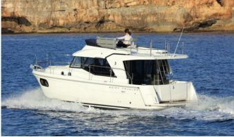 Моторная яхта Beneteau Swift Trawler 30 для продажи