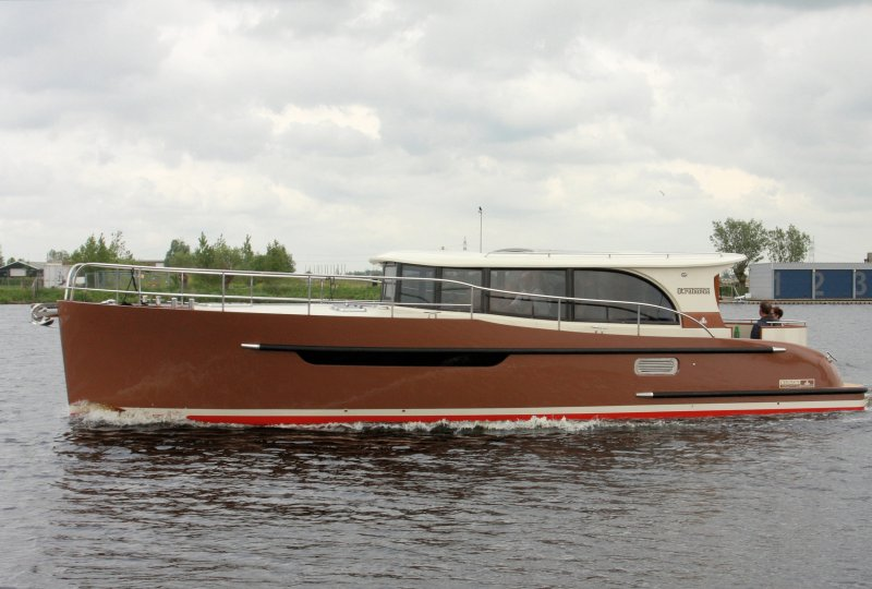 Crown Imperator XII, Motorjacht