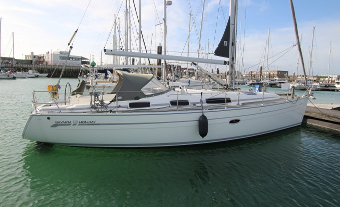 Bavaria 38 Holiday, Zeiljacht for sale by GT Yachtbrokers