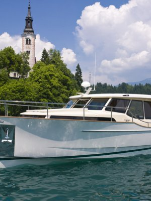 Greenline 33, Motor Yacht  for sale by Amsterdam Nautic