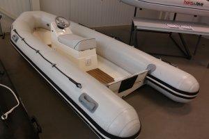 Valiant D380, RIB en opblaasboot Valiant D380 te koop bij Slikkendam Watersport