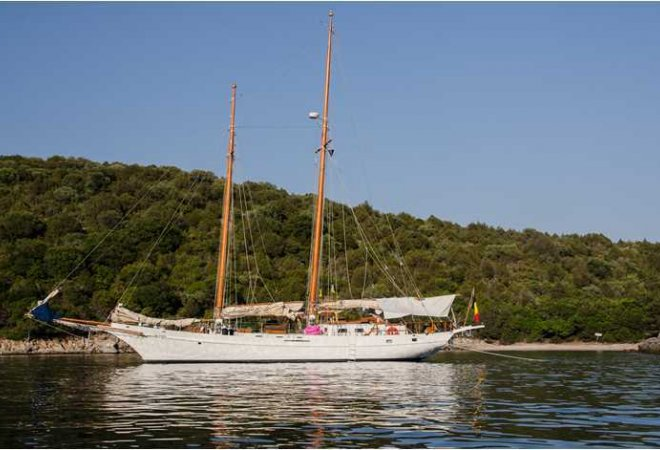 Lunstroo Schooner for sale by YachtBid