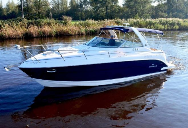 Rinker 300 Express Cruiser, Speed- en sportboten  for sale by YachtBid