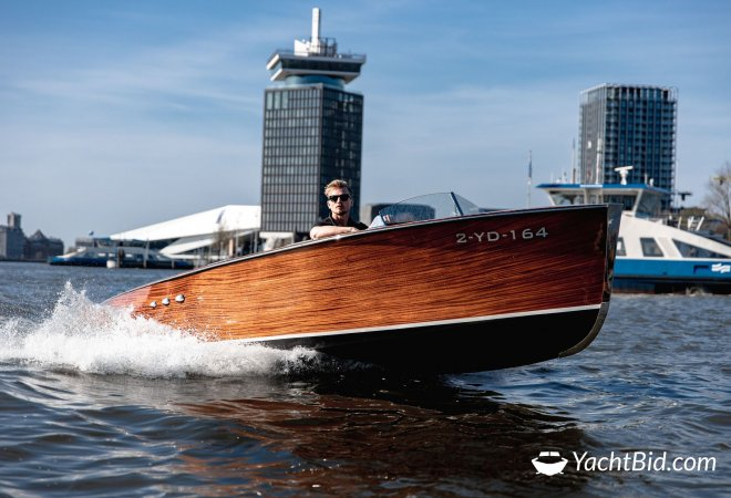 Chris-Craft Barrelback Spin-Off for sale by YachtBid