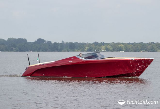 Aston Martin AM 37 Red, Motorjacht  for sale by YachtBid