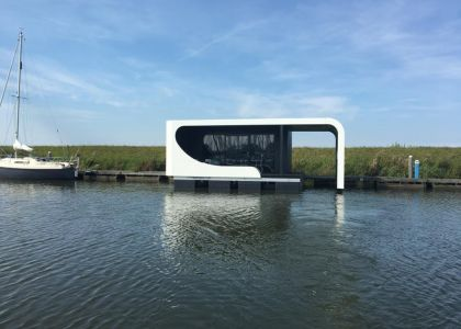 Tiny Float One, Woonboot  for sale by Jachtmakelaar Monnickendam