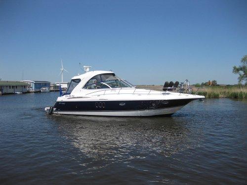 Cruisers Yachts 420 Express, Speedboat and sport cruiser  for sale by Jachtmakelaardij Zuidwest Friesland