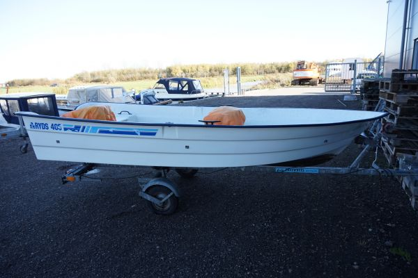 , Open motorboot en roeiboot  for sale by Strada Watersport