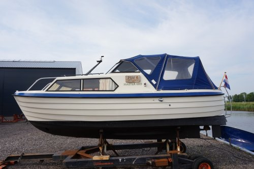 Master 680, Motorjacht  for sale by Strada Watersport