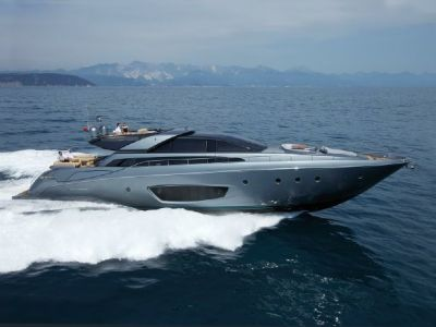 Riva 86 Domino, Motorjacht  for sale by Connect Yachtbrokers