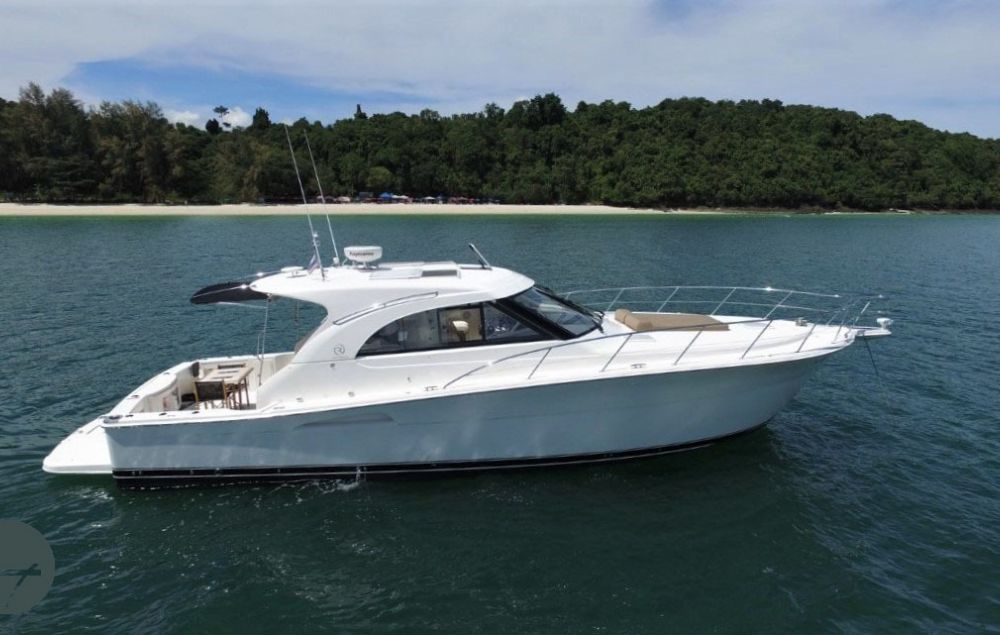 Riviera 43 Offshore Express, Motoryacht  for sale by All Waters Yachts