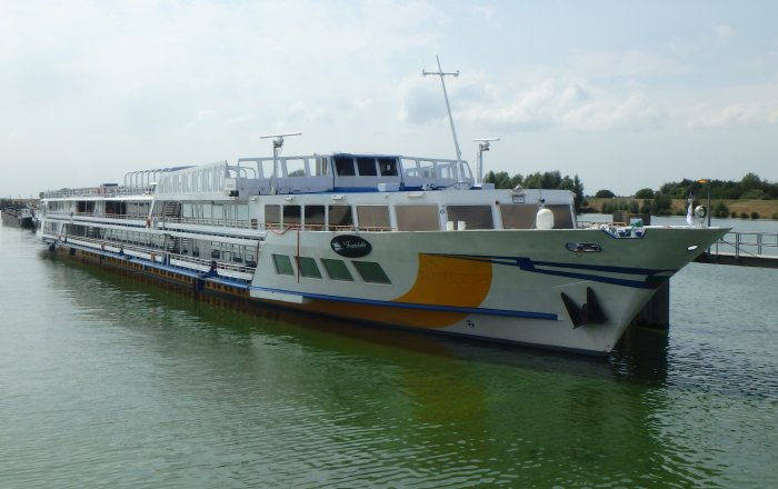 Cruiseschip, Inland Cruiseschip, Inland, Professional ship(s)  for sale by Kriesels Shipbroker BV