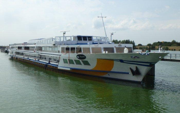 Cruiseschip, Inland Cruiseschip, Inland, Berufsschiff(e)  for sale by Kriesels Shipbroker BV