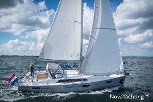 Beneteau Oceanis 41.1 Photo 2