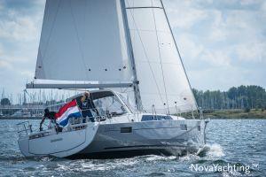 Beneteau Oceanis 41.1 Photo 3