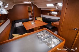 Beneteau Oceanis 34 3-cabin Photo 25