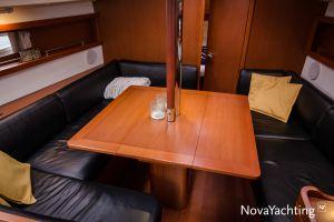 Beneteau Oceanis 34 3-cabin Photo 22